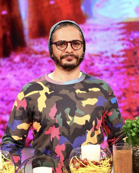 لباس عجیب آقای بازیگر در یک برنامه تلویزیونی + عکس