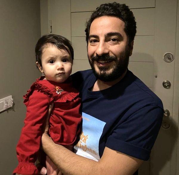 دختر  بازیگر مشهور در آغوش نوید محمدزاده + عکس