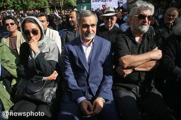 حسین فریدون در تشییع کیارستمی/عکس