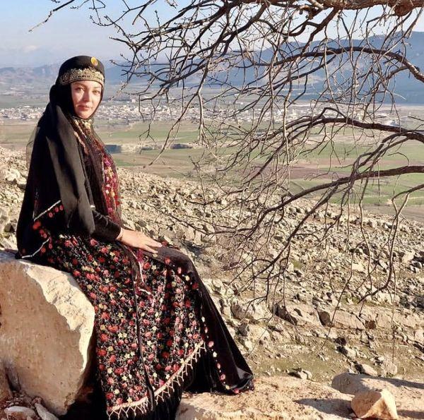 لباس محلی رزیتا غفاری + عکس