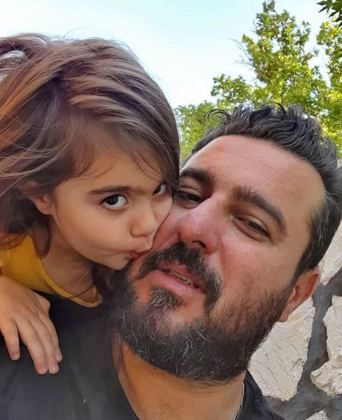 بوسه محسنکیایی و دخترش + عکس