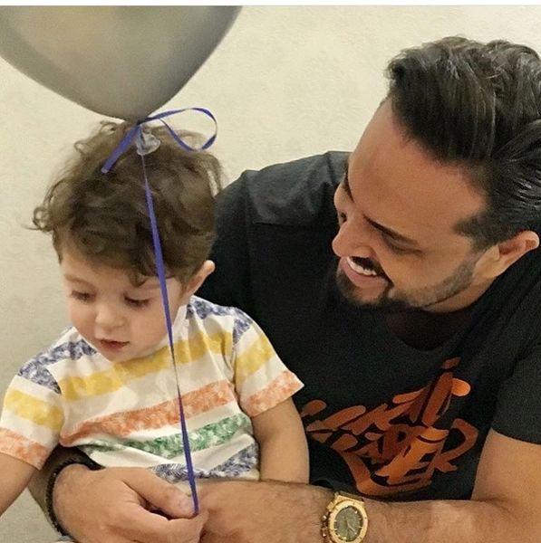 پدرام کریمی در حال بازی با پسرش + عکس