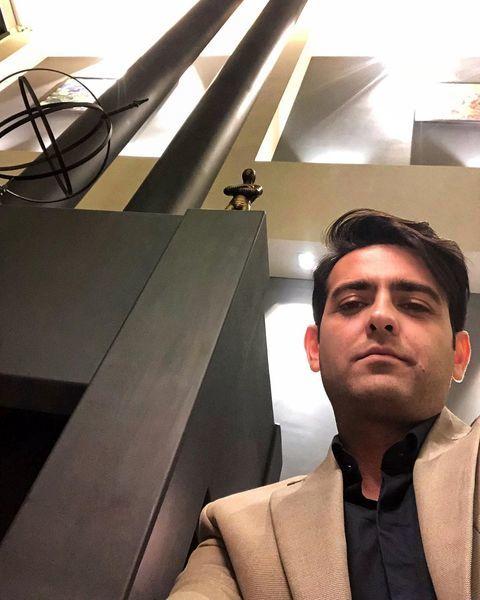 سلفی امیرحسین آرمان با لباس های مجلسی + عکس