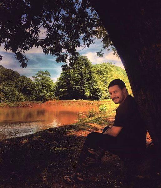 طبیعت گردی جواد عزتی در کنار دریاچه ای بکر + عکس