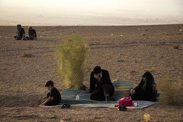 مردم سمنان در بیابانهای خوریان عزاداری میکنند