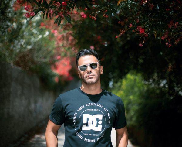 سیروان خسروی میان درختان سرسبز + عکس