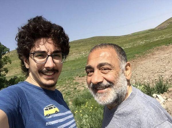 طبیعت گردی آقای بازیگر با پسرش + عکس