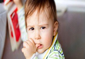 ناخن جویدن و انگشت مکیدن کودکان نشانه چیست؟