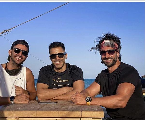 سیروان خسروی در کنار دوستانش + عکس