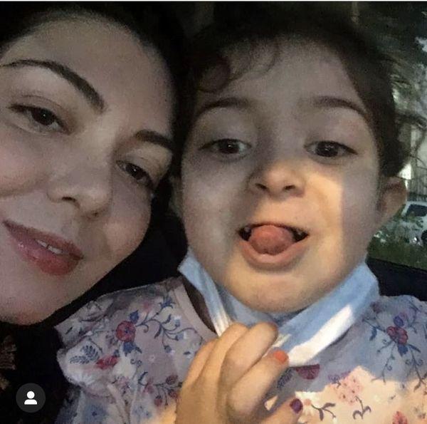 شیطنت های آزاده نامداری با دخترش + عکس