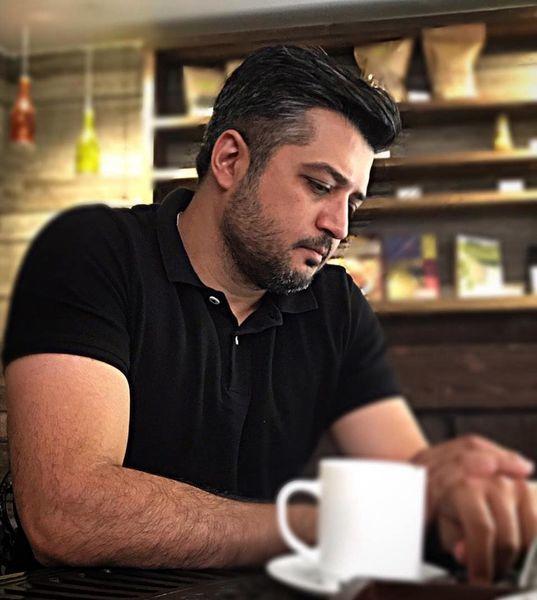 چهره درهم رفته پندار اکبری در کافه + عکس