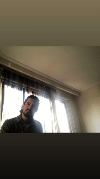 مهرداد صدیقیان در خانه اش + عکس