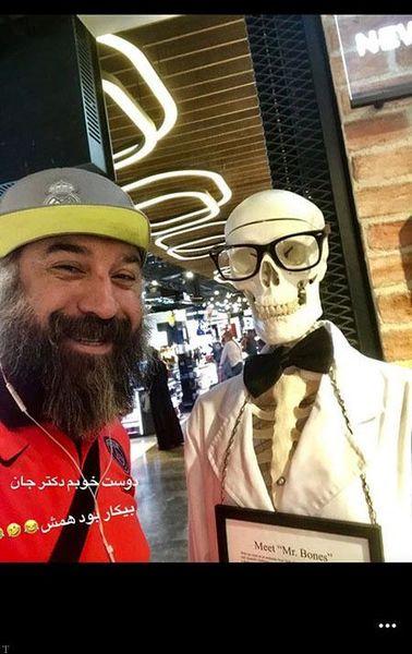 علی انصاریان با دوست دکتر عجیبش در خارج از کشور
