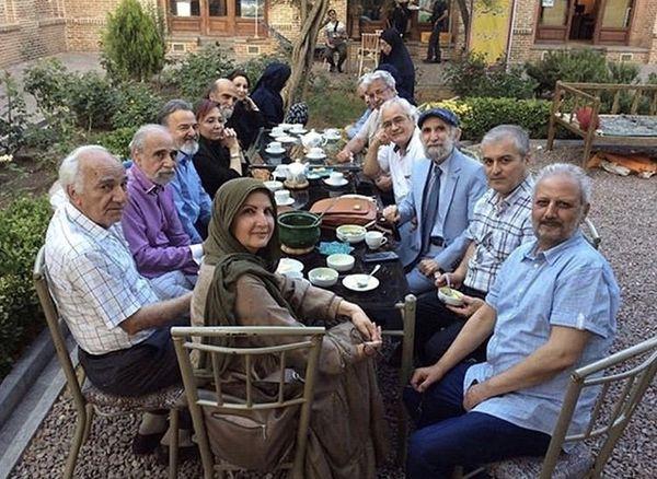 دورهمی جمعی از بازیگران پیشکسوت در یک باغ + عکس