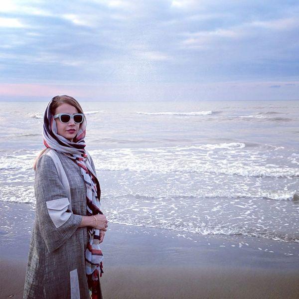 عکس شبنم قلی خانی لب دریا