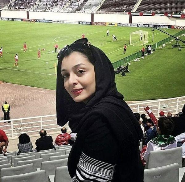 ساره بیات در استادیوم فوتبال + عکس