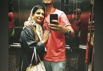 سلفی آسانسوری مهرداد صدیقیان با مادرش