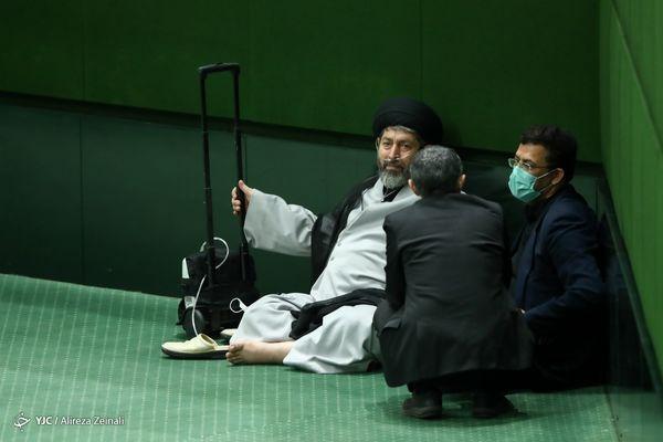 عکسی عجیب در کنج مجلس ! + عکس