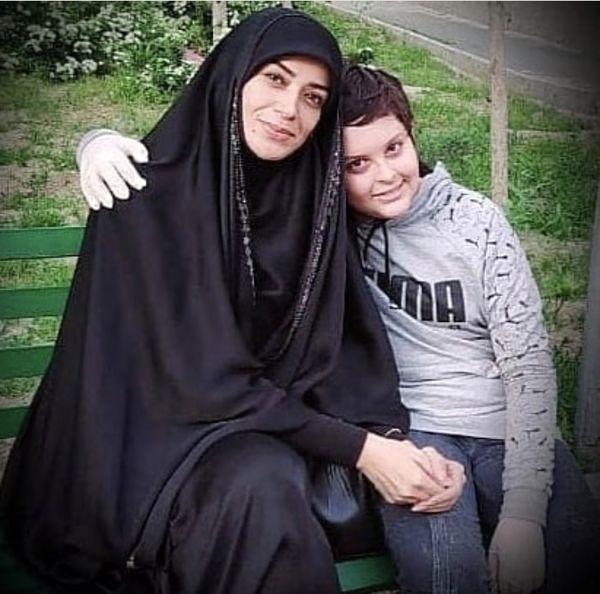 الهام چرخنده و پسرش در یک پارک + عکس