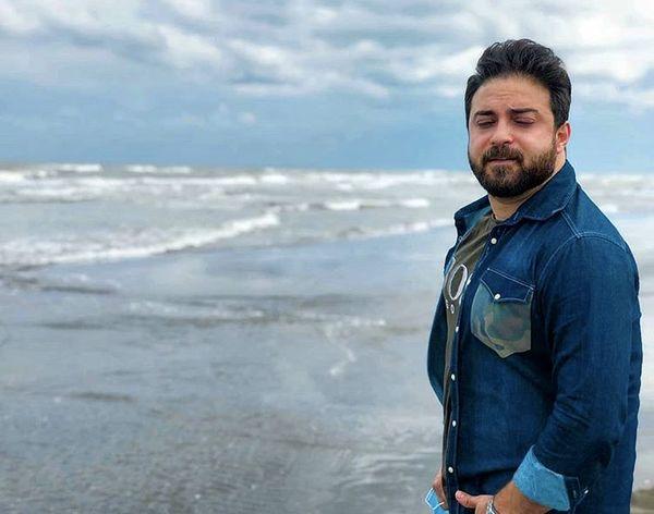 حال خوب بابک جهانبخش در کنار دریا + عکس