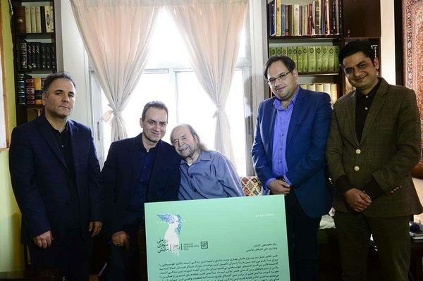 محمدعلی کشاورز پیام روز ملی هنرهای نمایشی را امضاء کرد