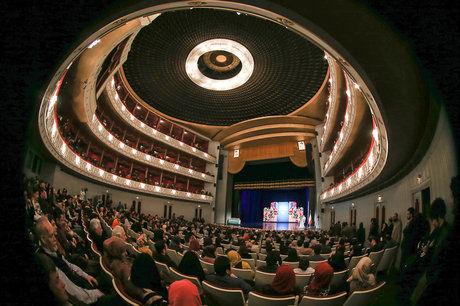 فقط برای تئاتر یا کنسرت به تالار وحدت نروید!