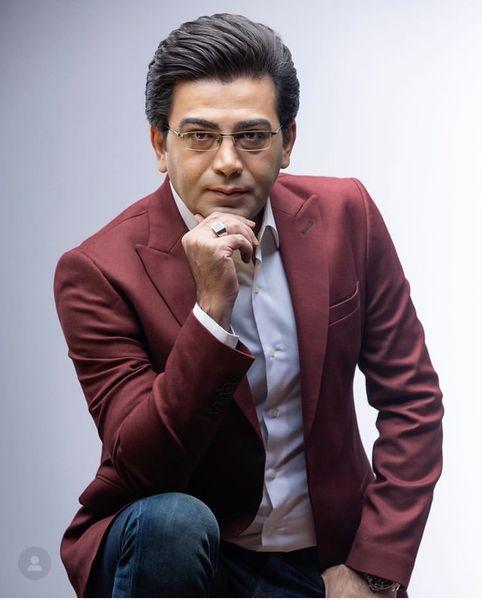 فرزاد حسنی با تیپ رسمی + عکس