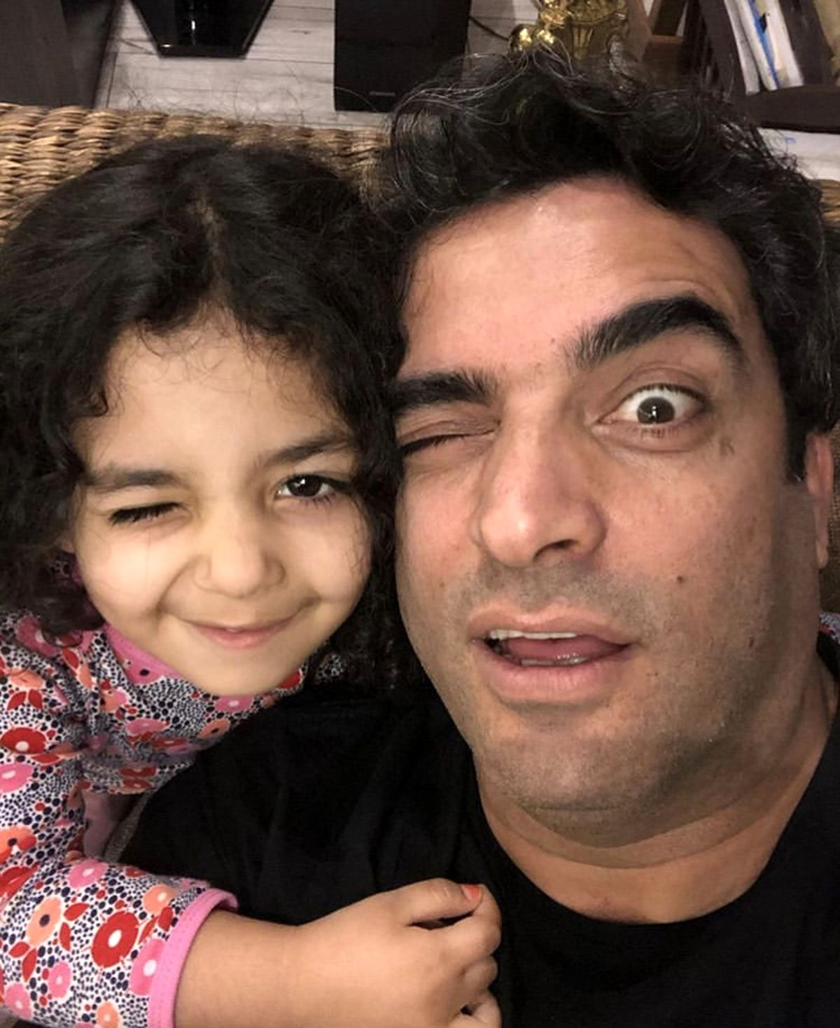 چهره بامزه منوچهر هادی و دخترش + عکس
