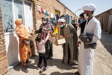 اهدای عروسک به دختران در مناطق محروم حاشیه پایتخت