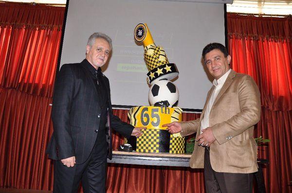 کیک تولد 65 سالگی سپاهان بریده شد(عکس)