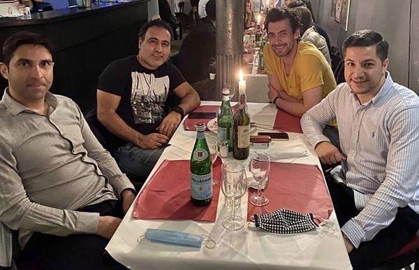 مهدوی کیا و دوستانش در رستوران + عکس