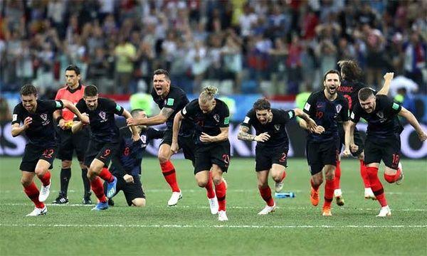 آتش نشان ها در بازی نیمه نهایی جام جهانی + (فیلم)
