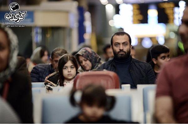 مصطفی زمانی و دخترش در فرودگاه + عکس