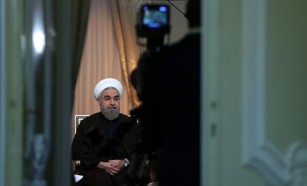 تجویز تریاک برای معتاد بدحال/ روی احمدی نژاد را سفید نکنید