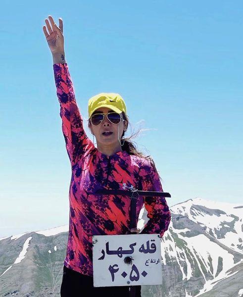 صعود آنا نعمتی به قله کهار + عکس