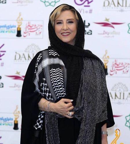 تیپ مشکی مرجانه گلچین در جشن حافظ