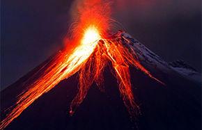 فوران یک کوه آتشفشان در اندونزی+ فیلم