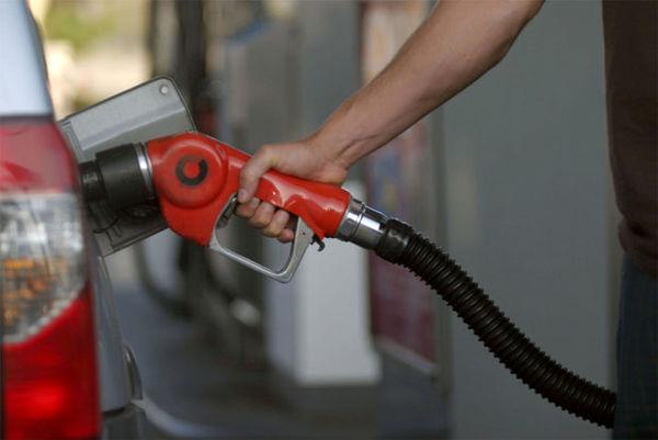 بررسی ۱۰ سناریو برای کنترل مصرف بنزین