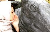 ژست عجین شهره سلطانی با یک مجسمه + عکس