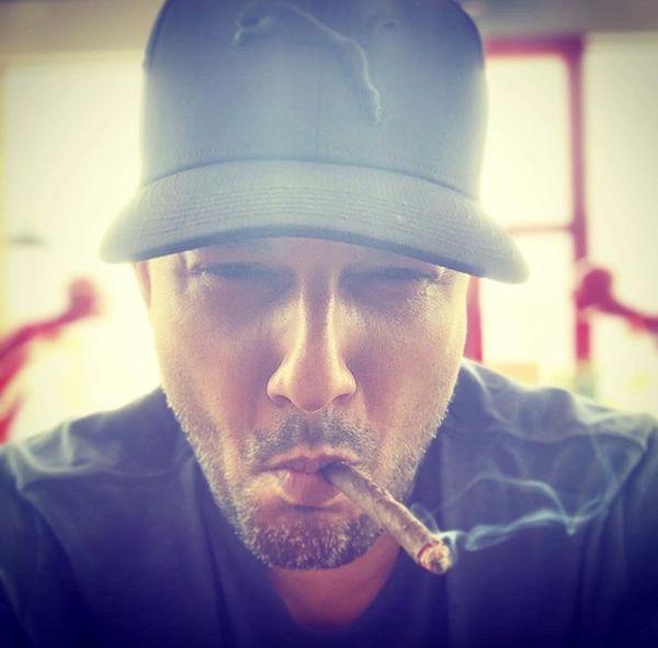 سیگار کشیدن حامد یهداد + عکس