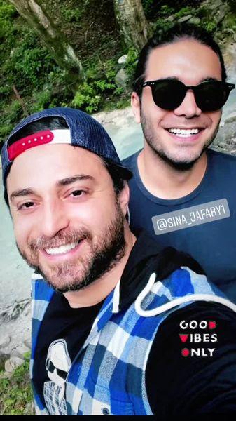 پیاده روی بابک جهانبخش با دوستش + عکس