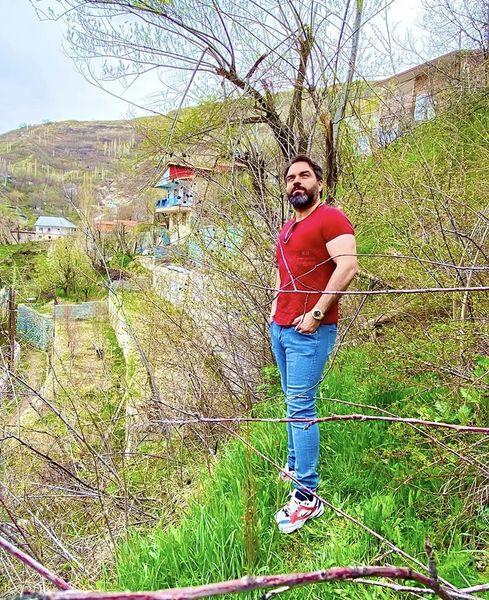 شهرام قائدی با تیپ اسپرت در دل طبیعت + عکس