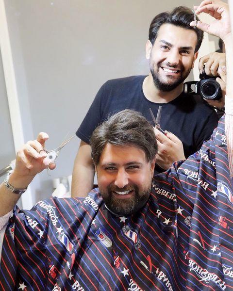 محمد علیزاده در حال آرایش موهایش + عکس