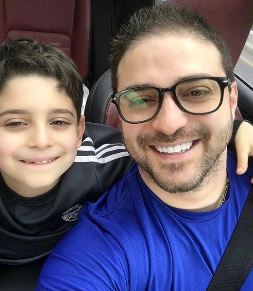 سلفی صمیمانه بابک جهانبخش و پسرش در ماشین + عکس