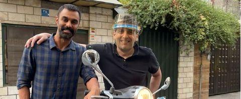 موتورسواری حمید گودرزی در کنار دوستش +  عکس