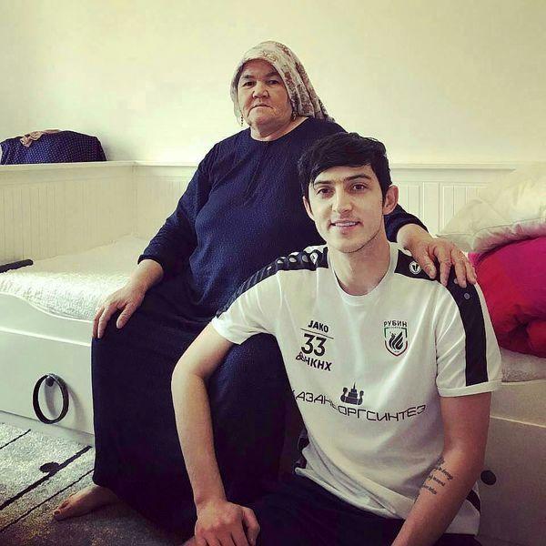 سردار آزمون در کنار خاله جانش+عکس