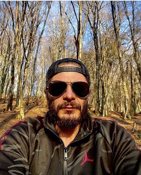 گشت وگذار آقای بازیگر در جنگل + عکس