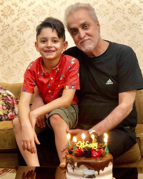 پسر آقای بابک جهانبخش در آغوش پدربزرگش + عکس