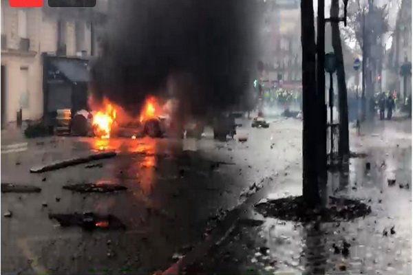 پاریس در آتش میسوزد