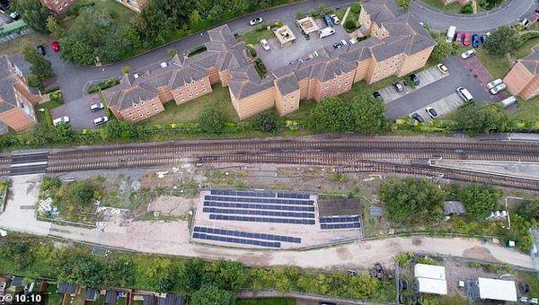 نخستین خط راهآهن خورشیدی جهان در انگلیس